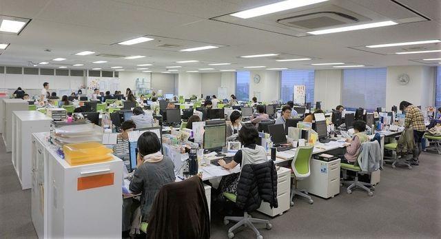 オフィス風景です。3ブランドのカスタマーサポート部門が入っています。