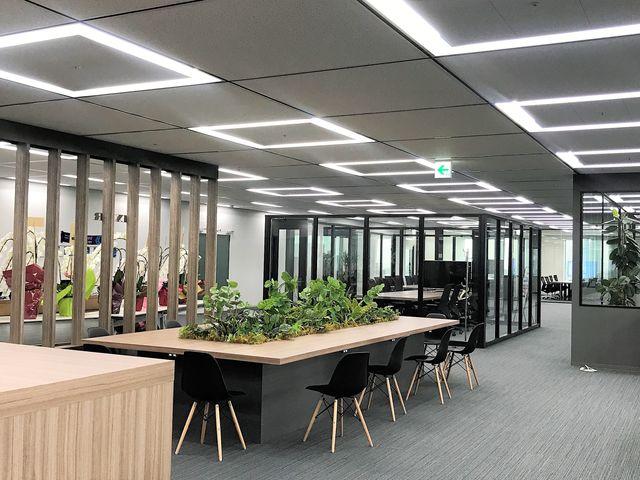 会議フロアは大部屋からソファ席など用途に合わせて、自由にスペースを使用できます。