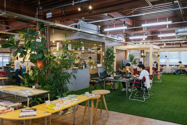 本社1Fはコワーキングスペース「Camping Office osoto」