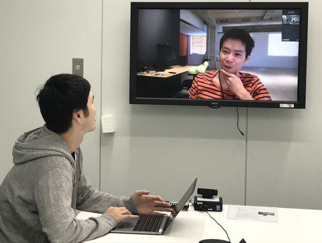 TV会議で常時接続しながらチーム開発を行ないます。