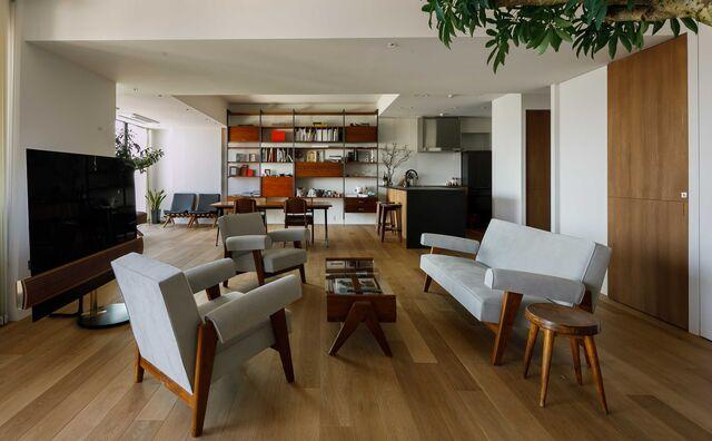 104平米ワンルーム、自宅サウナ、ヴィンテージ家具。 私たちらしく暮らす。
