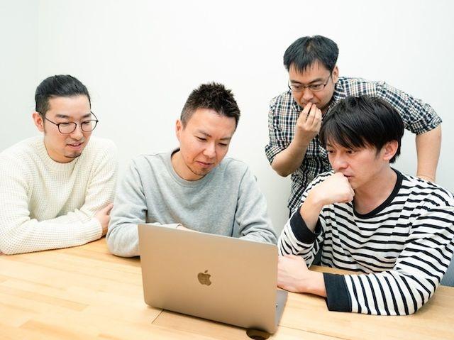 当社では、PM、エンジニア、ビジネスサイドが密に連携しながら、チームでものづくりを進めるスタイルです。