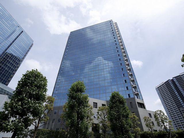 オフィスは24階建てビルの最上階です!
