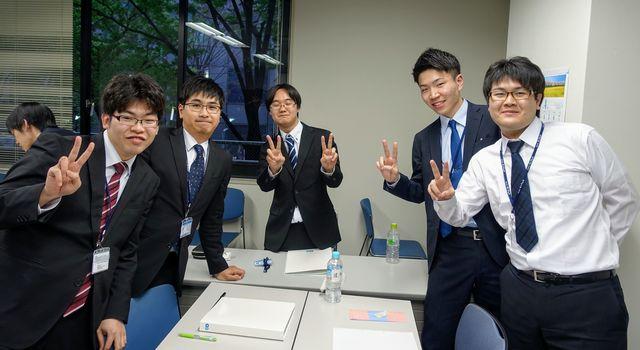 左から、兵庫、北海道、大阪、鹿児島、宮崎出身です