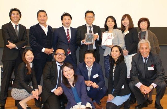PRアワードグランプリ受賞時の1枚(左上3番目が野村)